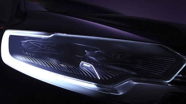 Renault INITIALE PARIS Concept - close-up of headlight