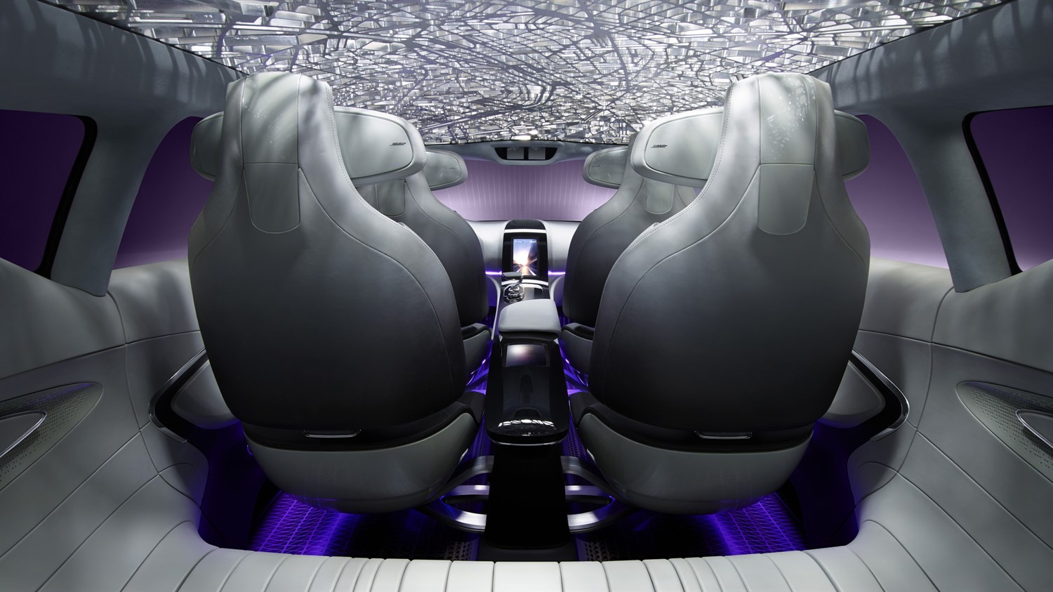 Renault INITIALE PARIS Concept - close-up of rear of cabin