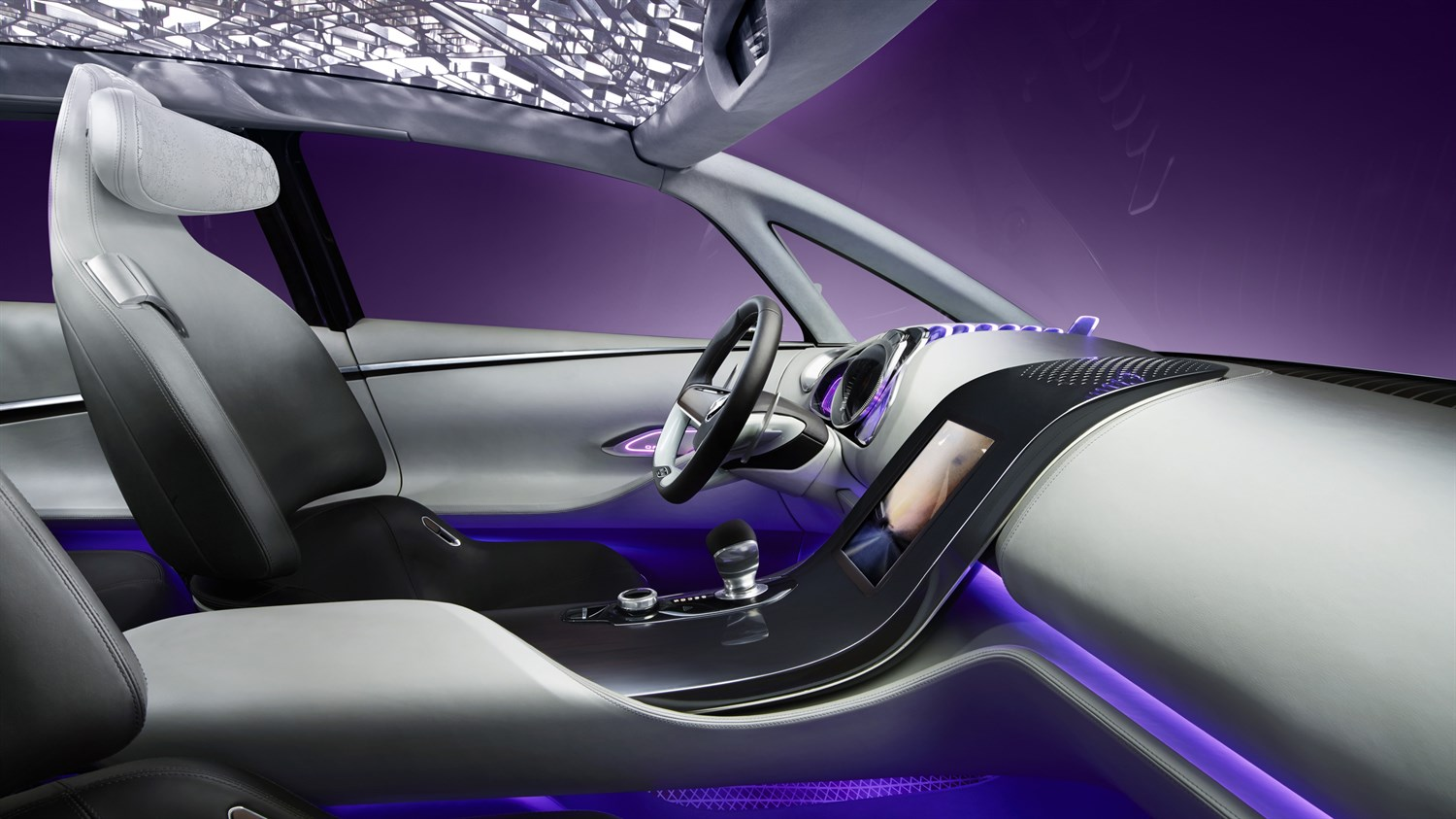 Renault INITIALE PARIS Concept - close-up of central column