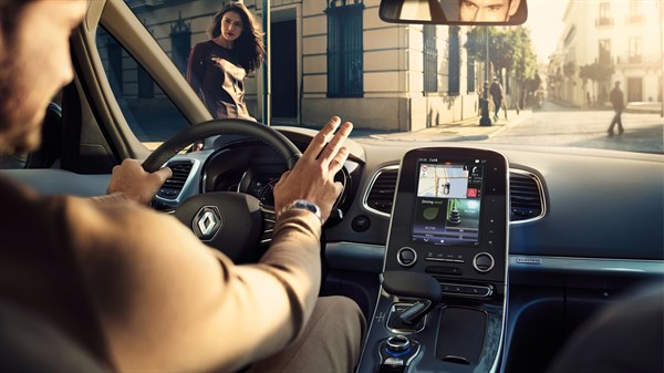 Renault - Central console with integrated tablet